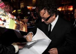photo 416/527 - Tim Burton - Avant-premi�re royale � Londres (25 f�vrier 2010) - Alice au pays des Merveilles - © Walt Disney Studios Motion Pictures France