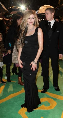 Avril Lavigne Avant-première royale à Londres (25 février 2010) photo 7 sur 7