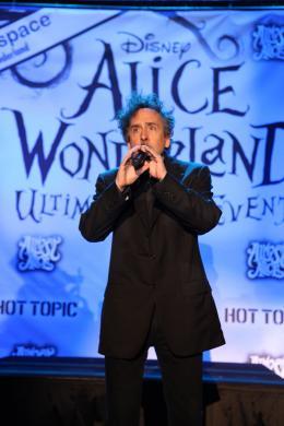 photo 425/527 - Tim Burton - Ultimate Fan Event (25 fevrier 2010) - Alice au pays des Merveilles - © Walt Disney Studios Motion Pictures France