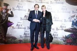 photo 500/527 - Nonce Polini & sa compagne - Avant-premi�re � Paris (15 mars 2010) - Alice au pays des Merveilles - © Walt Disney Studios Motion Pictures France