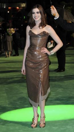 photo 242/527 - Anne Hathaway - Avant-premi�re royale � Londres (25 f�vrier 2010) - Alice au pays des Merveilles - © Walt Disney Studios Motion Pictures France