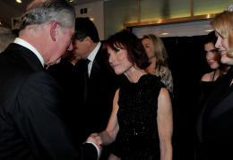 photo 361/527 - Le Prince Charles et Linda Woolverton - Avant-premi�re royale � Londres (25 f�vrier 2010) - Alice au pays des Merveilles - © Walt Disney Studios Motion Pictures France