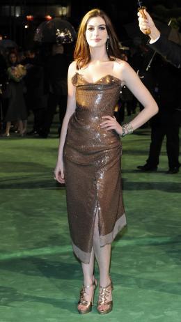 photo 250/527 - Anne Hathaway - Avant-premi�re royale � Londres (25 f�vrier 2010) - Alice au pays des Merveilles - © Walt Disney Studios Motion Pictures France