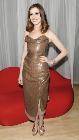 photo 146/527 - Anne Hathaway - Avant-premi�re royale � Londres (25 f�vrier 2010) - Alice au pays des Merveilles - © Walt Disney Studios Motion Pictures France