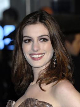 photo 251/527 - Anne Hathaway - Avant-premi�re royale � Londres (25 f�vrier 2010) - Alice au pays des Merveilles - © Walt Disney Studios Motion Pictures France