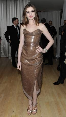 photo 150/527 - Anne Hathaway - Avant-premi�re royale � Londres (25 f�vrier 2010) - Alice au pays des Merveilles - © Walt Disney Studios Motion Pictures France