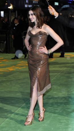 photo 231/527 - Anne Hathaway - Avant-premi�re royale � Londres (25 f�vrier 2010) - Alice au pays des Merveilles - © Walt Disney Studios Motion Pictures France