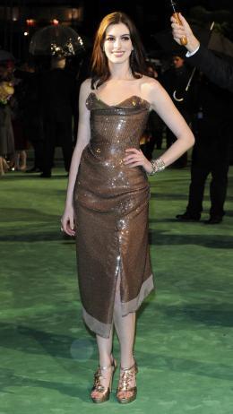photo 261/527 - Anne Hathaway - Avant-premi�re royale � Londres (25 f�vrier 2010) - Alice au pays des Merveilles - © Walt Disney Studios Motion Pictures France
