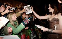 photo 410/527 - Anne Hathaway - Avant-premi�re royale � Londres (25 f�vrier 2010) - Alice au pays des Merveilles - © Walt Disney Studios Motion Pictures France
