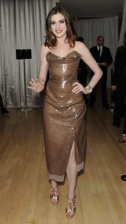photo 145/527 - Anne Hathaway - Avant-premi�re royale � Londres (25 f�vrier 2010) - Alice au pays des Merveilles - © Walt Disney Studios Motion Pictures France
