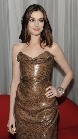 photo 140/527 - Anne Hathaway - Avant-premi�re royale � Londres (25 f�vrier 2010) - Alice au pays des Merveilles - © Walt Disney Studios Motion Pictures France