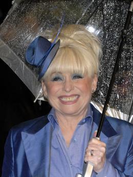 photo 280/527 - Barbara Windsor - Avant-premi�re royale � Londres (25 f�vrier 2010) - Alice au pays des Merveilles - © Walt Disney Studios Motion Pictures France
