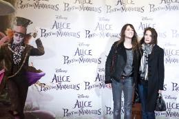 photo 489/527 - Charlotte Gainsbourg & Bambou - Avant-premi�re � Paris (15 mars 2010) - Alice au pays des Merveilles - © Walt Disney Studios Motion Pictures France