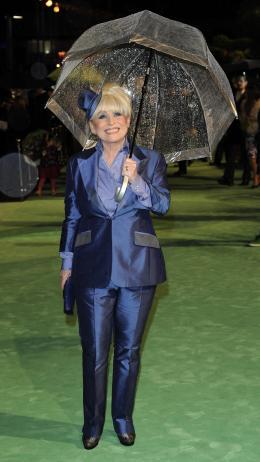 photo 282/527 - Barbara Windsor - Avant-premi�re royale � Londres (25 f�vrier 2010) - Alice au pays des Merveilles - © Walt Disney Studios Motion Pictures France