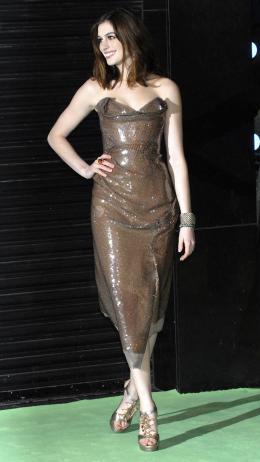 photo 243/527 - Anne Hathaway - Avant-premi�re royale � Londres (25 f�vrier 2010) - Alice au pays des Merveilles - © Walt Disney Studios Motion Pictures France