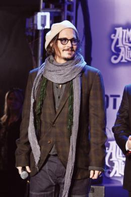 photo 435/527 - Johnny Depp - Ultimate Fan Event (25 fevrier 2010) - Alice au pays des Merveilles - © Walt Disney Studios Motion Pictures France