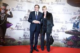 photo 492/527 - Nonce Polini & sa compagne - Avant-premi�re � Paris (15 mars 2010) - Alice au pays des Merveilles - © Walt Disney Studios Motion Pictures France