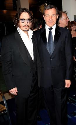 photo 330/527 - Johnny Depp Bob Iger - et Avant-premi�re royale � Londres (25 f�vrier 2010) - Alice au pays des Merveilles - © Walt Disney Studios Motion Pictures France