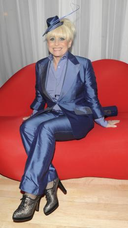 photo 217/527 - Barbara Windsor - Avant-premi�re royale � Londres (25 f�vrier 2010) - Alice au pays des Merveilles - © Walt Disney Studios Motion Pictures France