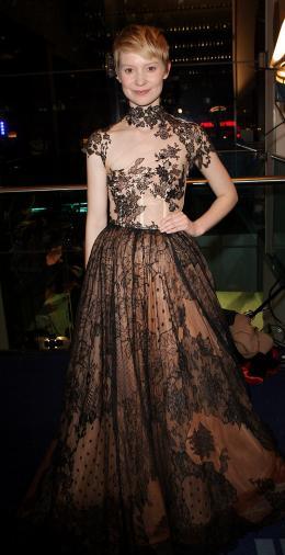 photo 385/527 - Mia Wasikowska - Avant-premi�re royale � Londres (25 f�vrier 2010) - Alice au pays des Merveilles - © Walt Disney Studios Motion Pictures France