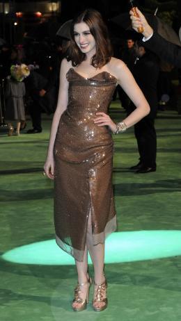 photo 238/527 - Anne Hathaway - Avant-premi�re royale � Londres (25 f�vrier 2010) - Alice au pays des Merveilles - © Walt Disney Studios Motion Pictures France