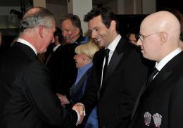 photo 354/527 - Le Prince Charles et Michael Sheen - Avant-premi�re royale � Londres (25 f�vrier 2010) - Alice au pays des Merveilles - © Walt Disney Studios Motion Pictures France