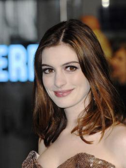photo 265/527 - Anne Hathaway - Avant-premi�re royale � Londres (25 f�vrier 2010) - Alice au pays des Merveilles - © Walt Disney Studios Motion Pictures France