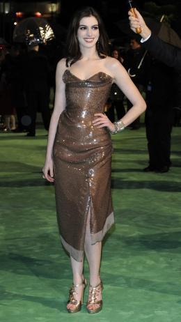 photo 245/527 - Anne Hathaway - Avant-premi�re royale � Londres (25 f�vrier 2010) - Alice au pays des Merveilles - © Walt Disney Studios Motion Pictures France