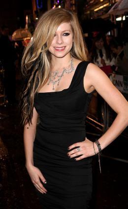 Avril Lavigne Avant-première royale à Londres (25 février 2010) photo 3 sur 7