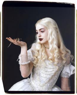 photo 74/527 - Anne Hathaway - Alice au pays des Merveilles - © Walt Disney Studios Motion Pictures France