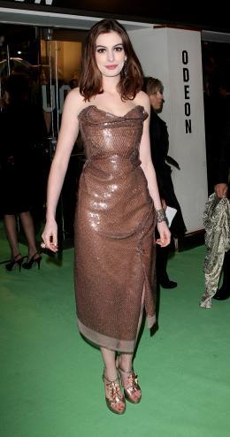 photo 384/527 - Anne Hathaway - Avant-premi�re royale � Londres (25 f�vrier 2010) - Alice au pays des Merveilles - © Walt Disney Studios Motion Pictures France