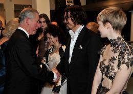 photo 340/527 - Le Prince CHarles et Johnny Depp - Avant-premi�re royale � Londres (25 f�vrier 2010) - Alice au pays des Merveilles - © Walt Disney Studios Motion Pictures France
