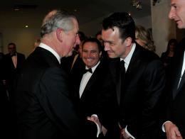 photo 344/527 - Le Prince Charles et Paul Whitehouse - Avant-premi�re royale � Londres (25 f�vrier 2010) - Alice au pays des Merveilles - © Walt Disney Studios Motion Pictures France