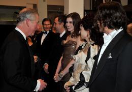 photo 339/527 - le Prince Charles, Anne Hathaway; Helena Bonham Carter et Johnny Depp - Avant-premi�re royale � Londres (25 f�vrier 2010) - Alice au pays des Merveilles - © Walt Disney Studios Motion Pictures France