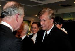 photo 359/527 - Le Prince Charles et Joe Roth - Avant-premi�re royale � Londres (25 f�vrier 2010) - Alice au pays des Merveilles - © Walt Disney Studios Motion Pictures France