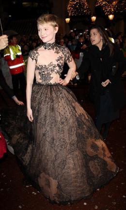 photo 387/527 - Mia Wasikowska - Avant-premi�re royale � Londres (25 f�vrier 2010) - Alice au pays des Merveilles - © Walt Disney Studios Motion Pictures France