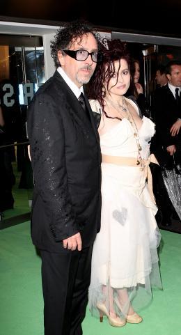 photo 396/527 - Tim Burton et Helena Boham Carter - Avant-premi�re royale � Londres (25 f�vrier 2010) - Alice au pays des Merveilles - © Walt Disney Studios Motion Pictures France