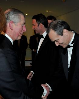 photo 342/527 - Le Prince Charles et Daniel Frigo - Avant-premi�re royale � Londres (25 f�vrier 2010) - Alice au pays des Merveilles - © Walt Disney Studios Motion Pictures France