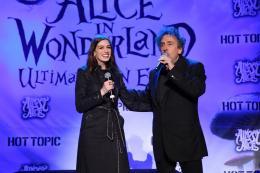photo 468/527 - Anne Hathaway et Tim Burton - Ultimate Fan Event (25 fevrier 2010) - Alice au pays des Merveilles - © Walt Disney Studios Motion Pictures France