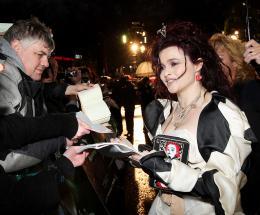 photo 332/527 - Helena Bonham Carter - Avant-premi�re royale � Londres (25 f�vrier 2010) - Alice au pays des Merveilles - © Walt Disney Studios Motion Pictures France