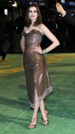 photo 263/527 - Anne Hathaway - Avant-premi�re royale � Londres (25 f�vrier 2010) - Alice au pays des Merveilles - © Walt Disney Studios Motion Pictures France