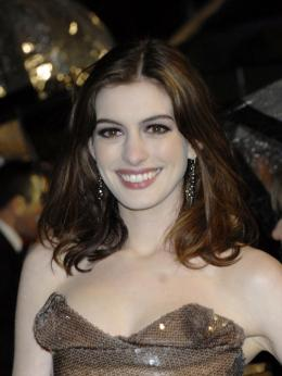 photo 267/527 - Anne Hathaway - Avant-premi�re royale � Londres (25 f�vrier 2010) - Alice au pays des Merveilles - © Walt Disney Studios Motion Pictures France
