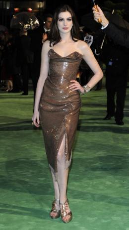 photo 258/527 - Anne Hathaway - Avant-premi�re royale � Londres (25 f�vrier 2010) - Alice au pays des Merveilles - © Walt Disney Studios Motion Pictures France