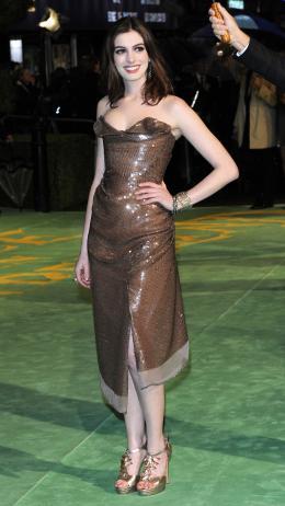photo 234/527 - Anne Hathaway - Avant-premi�re royale � Londres (25 f�vrier 2010) - Alice au pays des Merveilles - © Walt Disney Studios Motion Pictures France