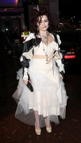 photo 137/527 - Helena Bonham Carter - Avant-premi�re royale � Londres (25 f�vrier 2010) - Alice au pays des Merveilles - © Walt Disney Studios Motion Pictures France