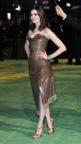 photo 253/527 - Anne Hathaway - Avant-premi�re royale � Londres (25 f�vrier 2010) - Alice au pays des Merveilles - © Walt Disney Studios Motion Pictures France