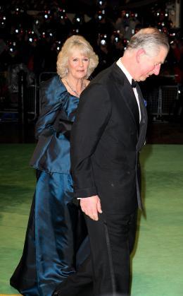 photo 397/527 - Camilla Parker Bowles et le Prince Charles - Avant-premi�re royale � Londres (25 f�vrier 2010) - Alice au pays des Merveilles - © Walt Disney Studios Motion Pictures France
