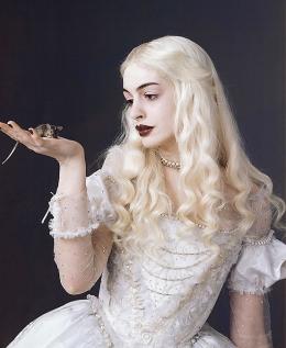 photo 48/527 - Anne Hathaway - Alice au pays des Merveilles - © Walt Disney Studios Motion Pictures France
