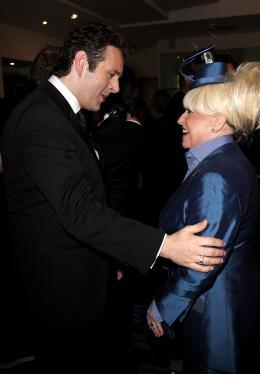 photo 118/527 - Scott Mitchell et son �pouse Barbara Windsor - Avant-premi�re royale � Londres (25 f�vrier 2010) - Alice au pays des Merveilles - © Walt Disney Studios Motion Pictures France