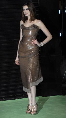 photo 247/527 - Anne Hathaway - Avant-premi�re royale � Londres (25 f�vrier 2010) - Alice au pays des Merveilles - © Walt Disney Studios Motion Pictures France